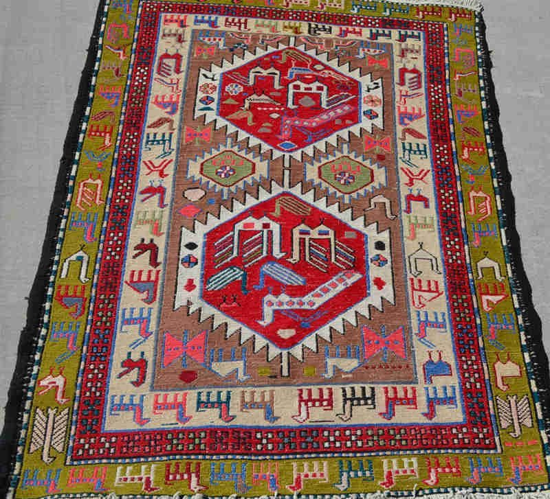 Very fine hand-knotted pure wool Persian rug