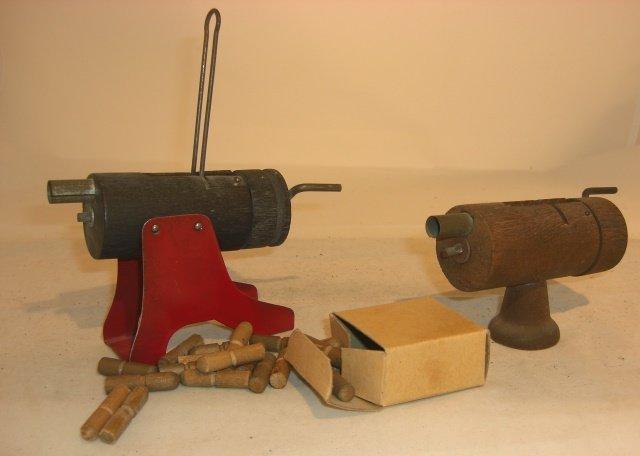 2 MACHINE GUNS