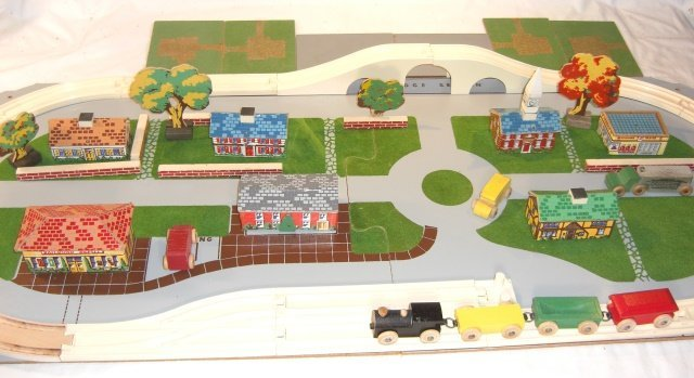 KEYSTONE TRAIN AND VILLAGE SET IN ORIGINAL BOX