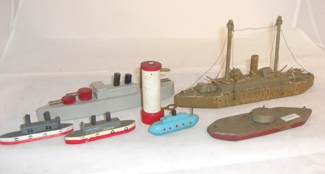 6 WOOD BOATS & LIGHTHOUSE