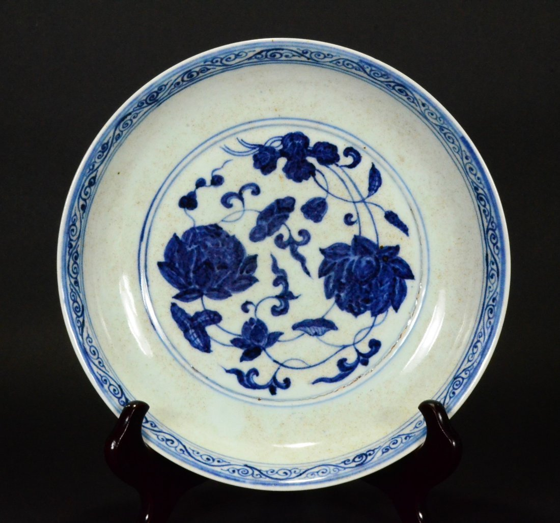 XUANDE MARK, A BLUE AND WHITE LOTUS DISH