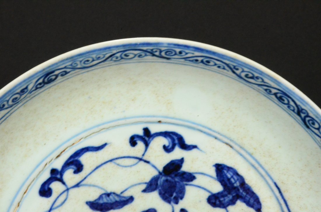 XUANDE MARK, A BLUE AND WHITE LOTUS DISH - 4