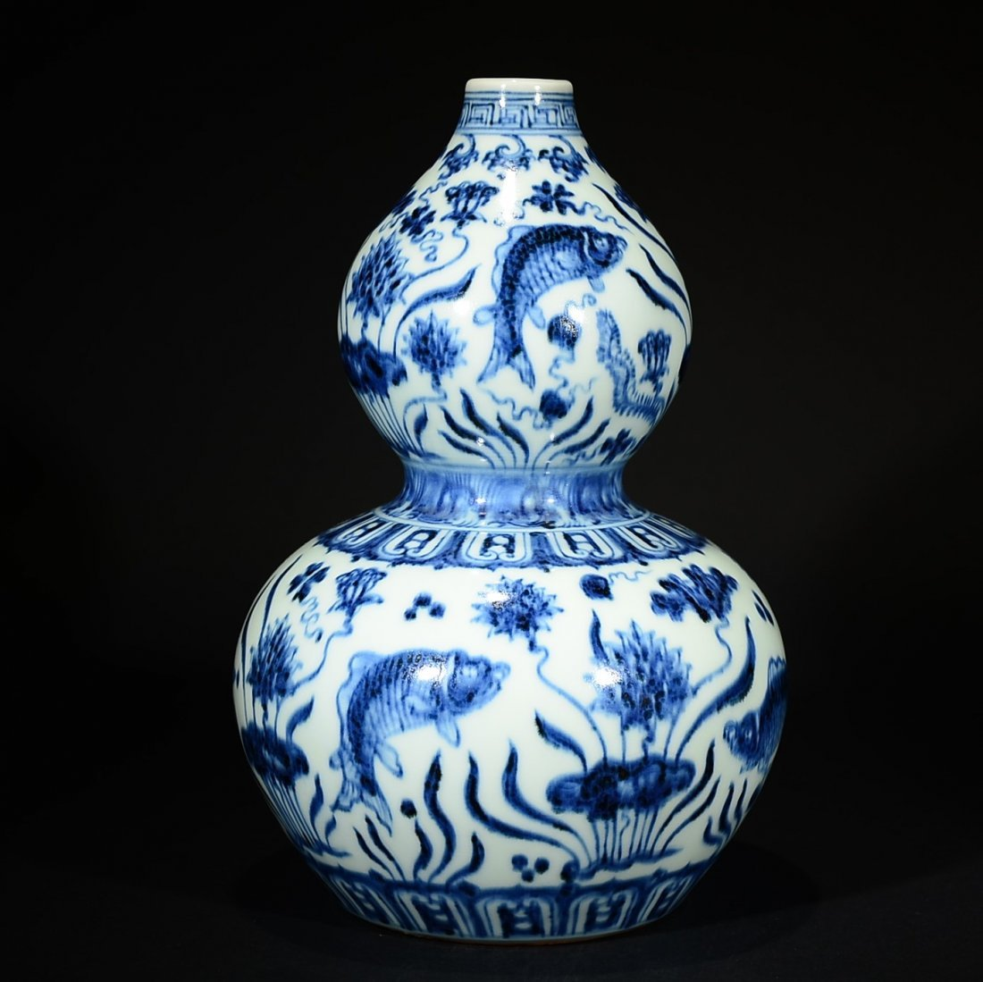 XUANDE MARK, A BLUE AND WHITE GOURD VASE