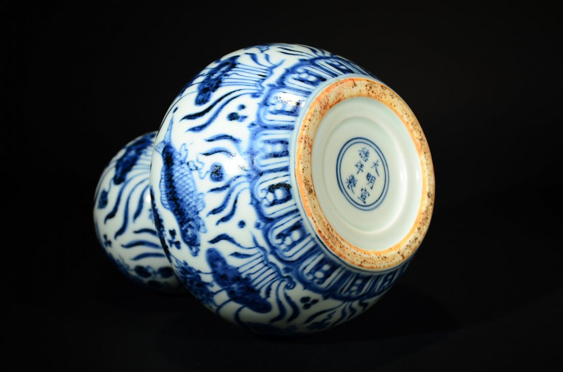 XUANDE MARK, A BLUE AND WHITE GOURD VASE - 6