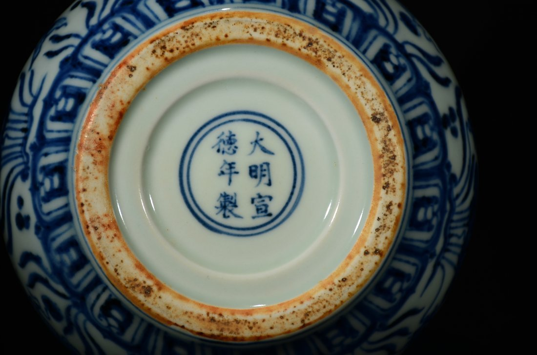 XUANDE MARK, A BLUE AND WHITE GOURD VASE - 8
