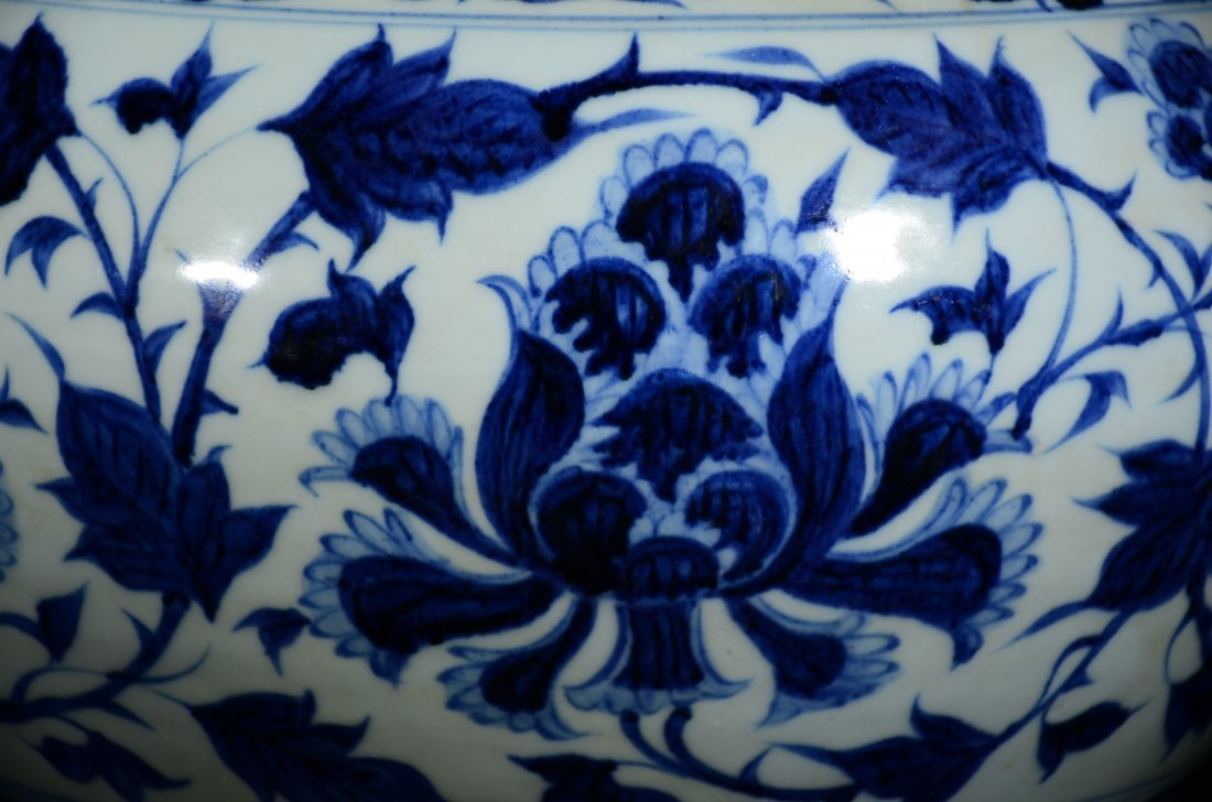 YUAN STYLE, A BLUE AND WHITE FLORAL JAR - 3