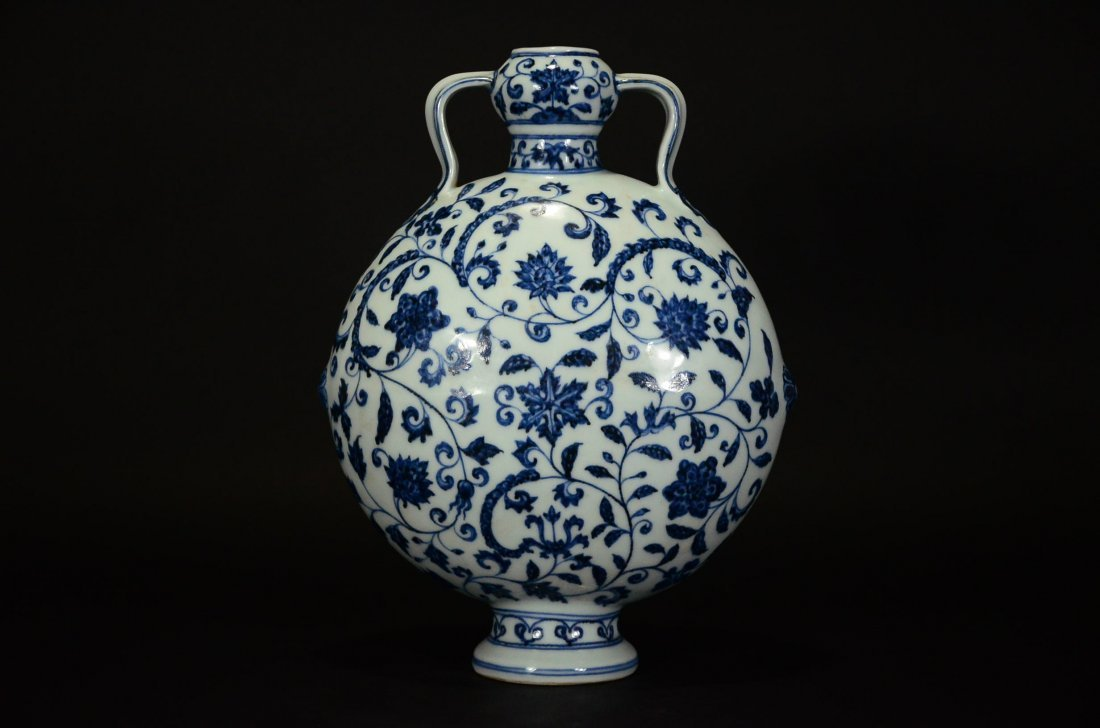 A BLUE AND WHITE MOONFLASK VASE - 2