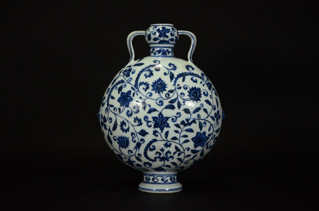 A BLUE AND WHITE MOONFLASK VASE - 3