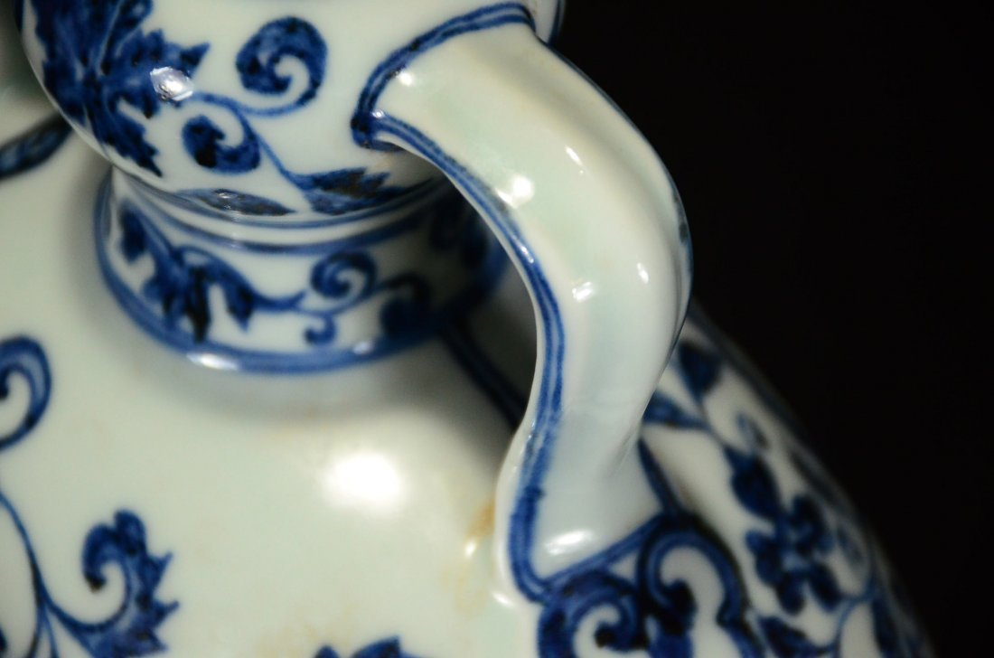 A BLUE AND WHITE MOONFLASK VASE - 5