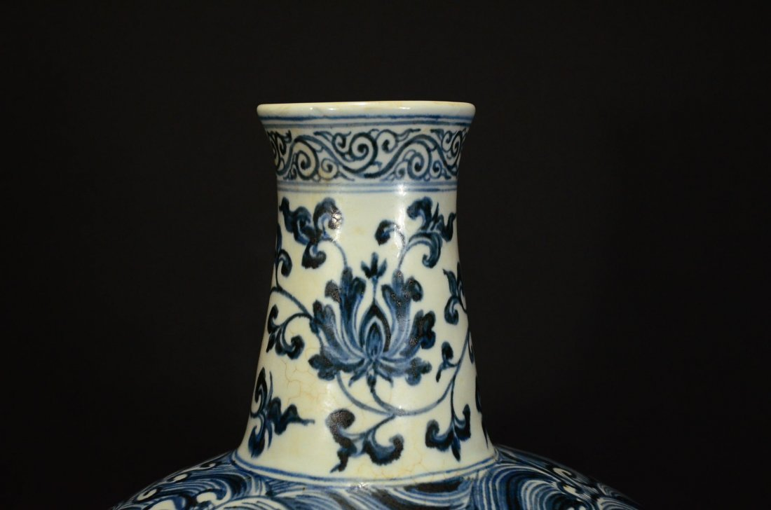 MING OR LATER, A BLUE AND WHITE MOONFLASK VASE - 5