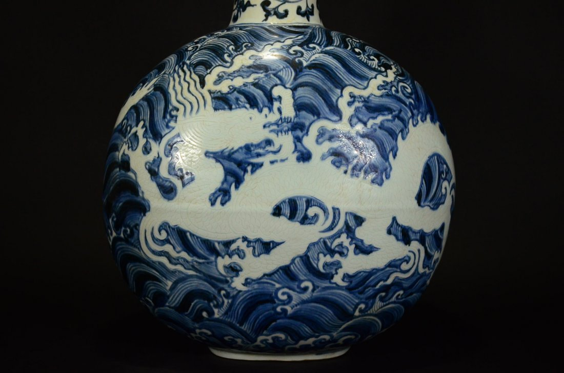 MING OR LATER, A BLUE AND WHITE MOONFLASK VASE - 6