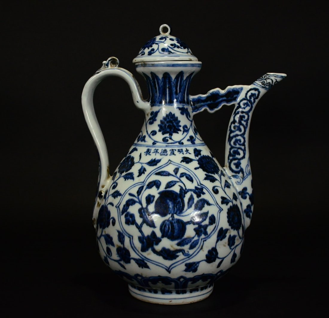 XUANDE MARK, A BLUE AND WHITE POT AND COVER