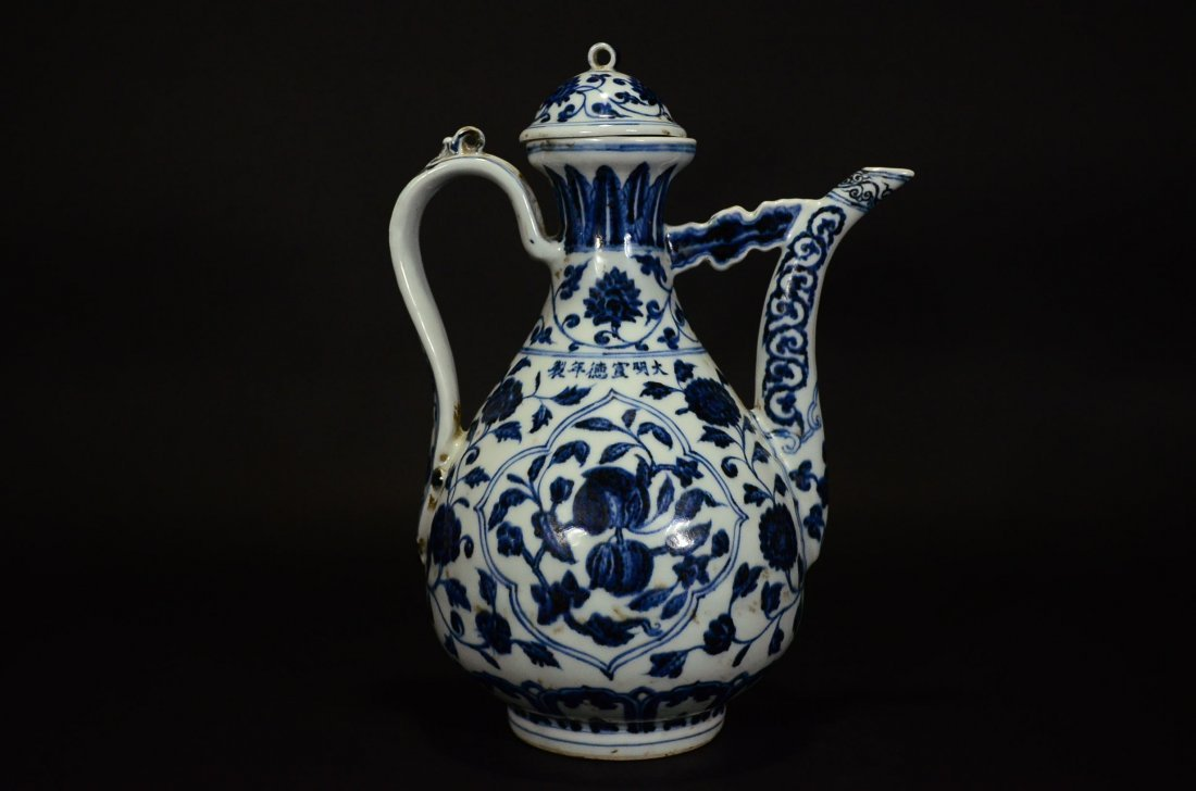 XUANDE MARK, A BLUE AND WHITE POT AND COVER - 2