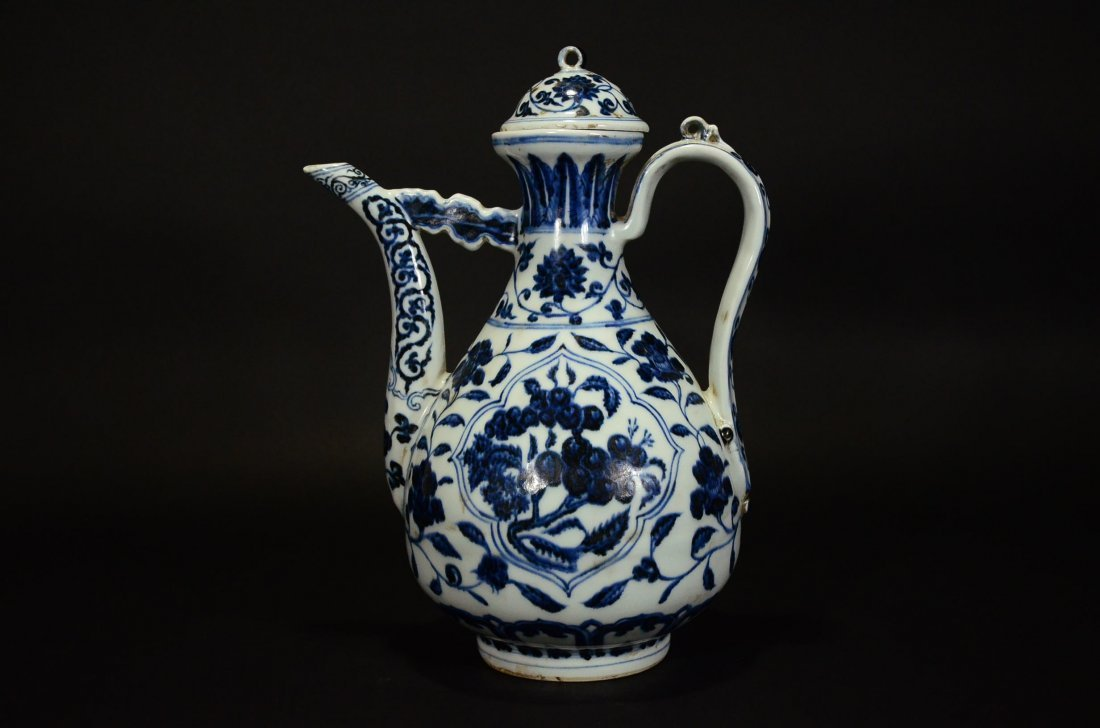 XUANDE MARK, A BLUE AND WHITE POT AND COVER - 3