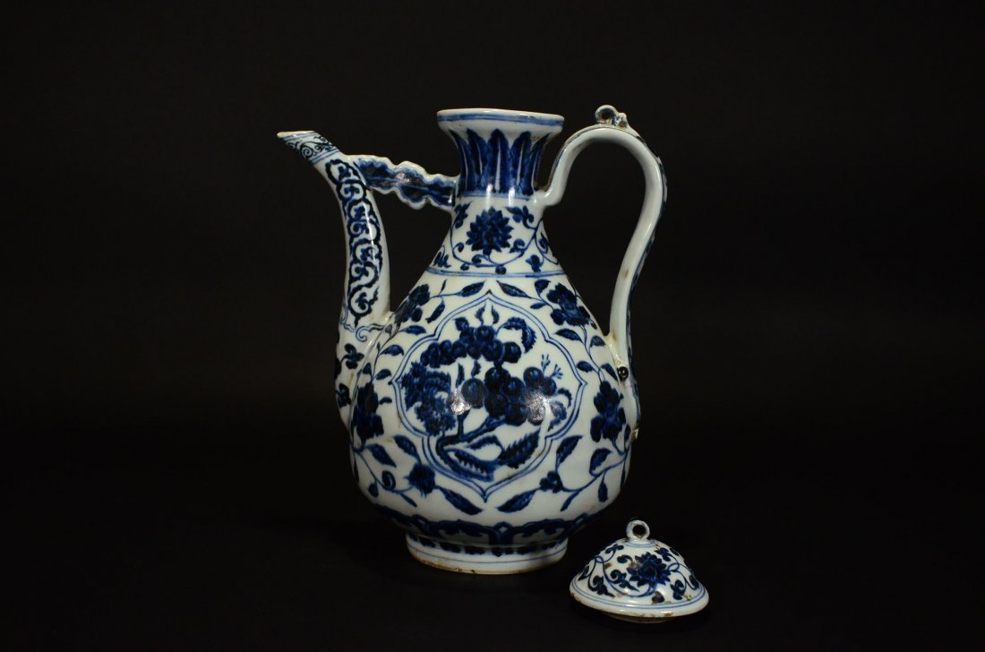 XUANDE MARK, A BLUE AND WHITE POT AND COVER - 4