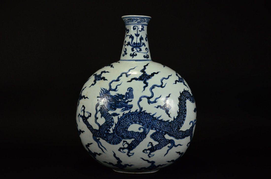 XUANDE MARK, A BLUE AND WHITE DRAGON MOONFLASK - 3