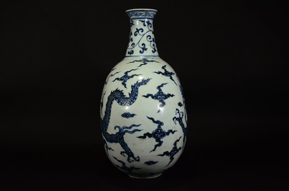 XUANDE MARK, A BLUE AND WHITE DRAGON MOONFLASK - 4