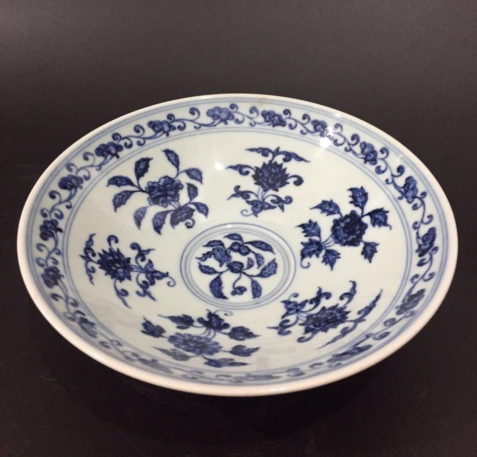 XUANDE MARK, A BLUE AND WHITE BOWL
