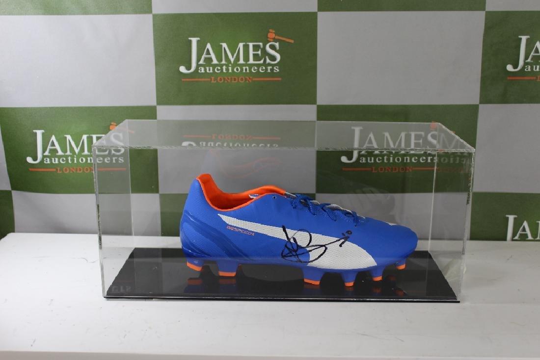 Tottenham & England football Striker Harry Kane signed