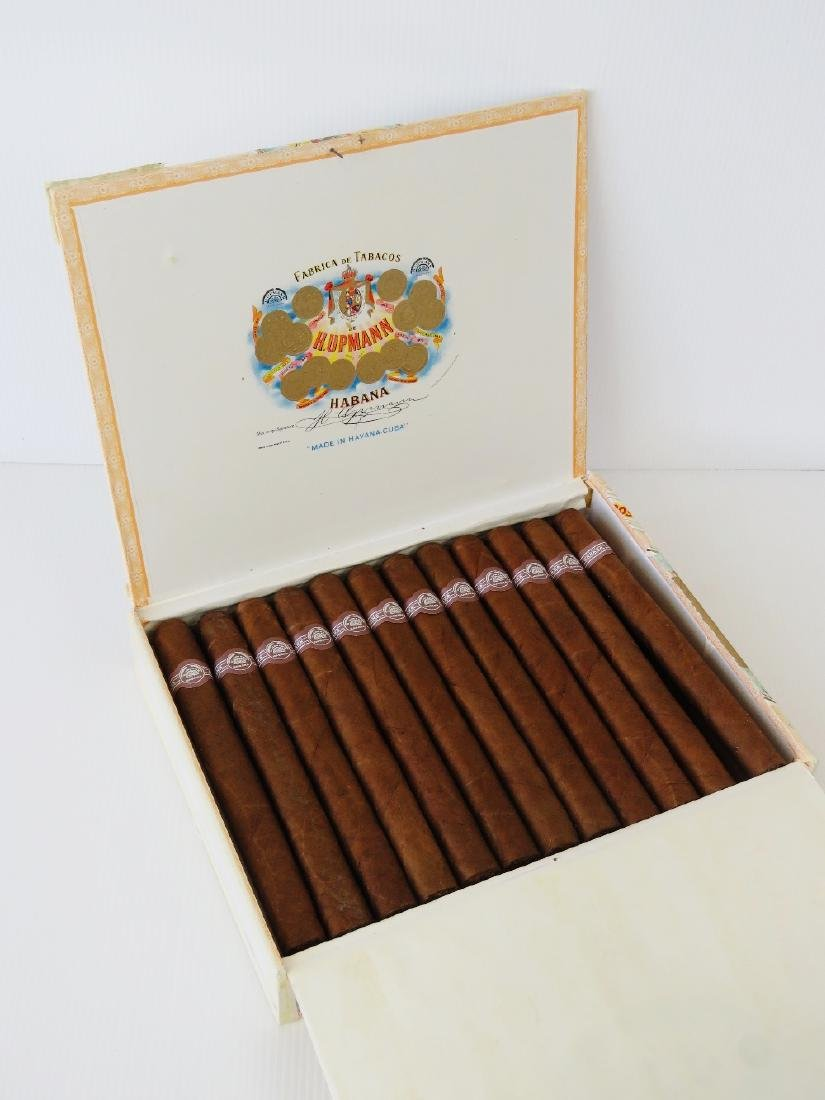 Cigars; H.Upmann Monarchs SLA SEP01 2001, part box of