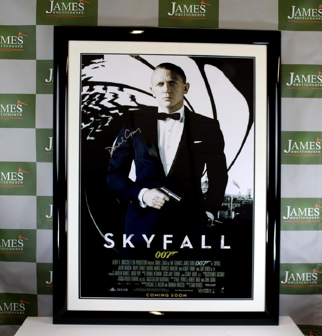 "A signed  ""Skyfall"" James Bond 007 - Daniel Craig promo"
