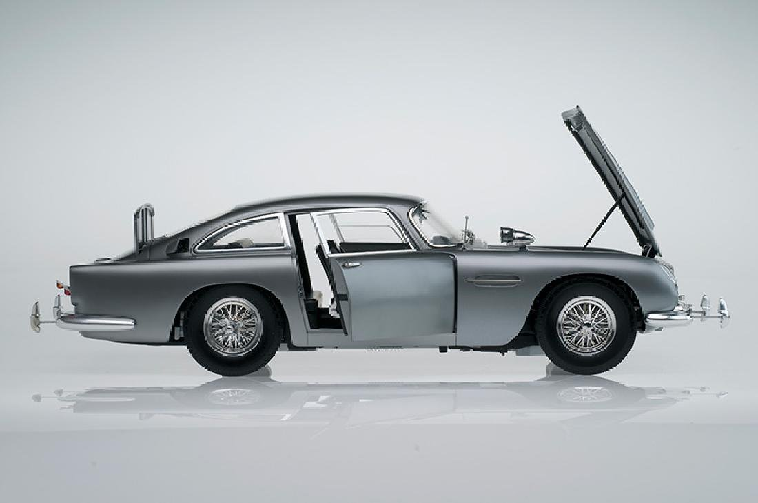 Huge 1:8 scale Eaglemoss James Bond DB5, full