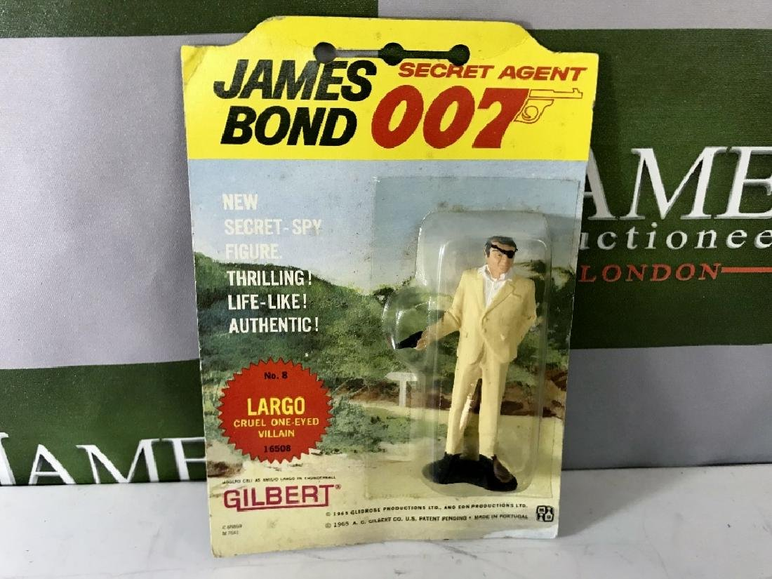 Gilbert James Bond 007 Largo No 8 Figure On Card