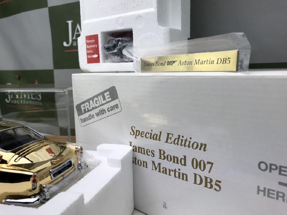 New Danbury Mint James Bond 007 Aston Martin DB5 1:24 - 3