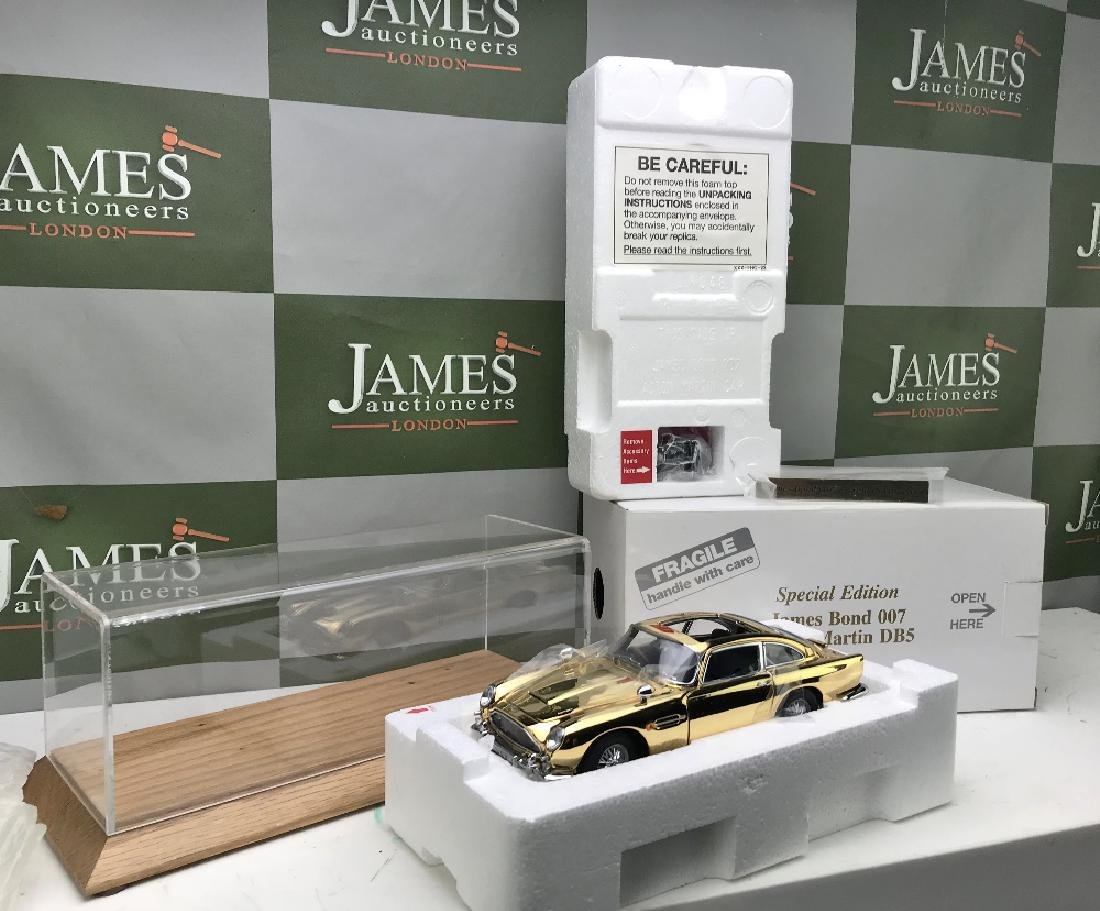 New Danbury Mint James Bond 007 Aston Martin DB5 1:24 - 5