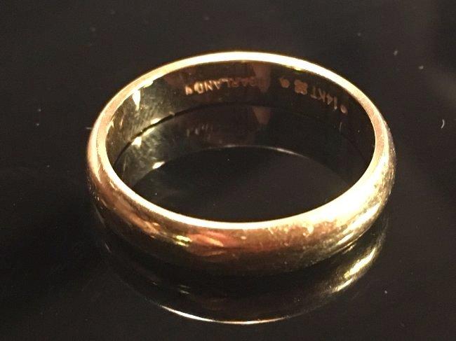 Distinctive 14k Solid Gold Mens Wedding Band Ring