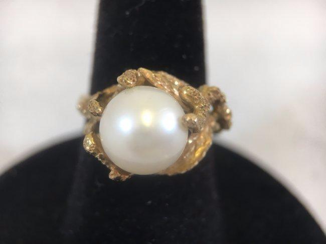 Glamorous Freshwater Pearl Ring set in 14K gold - 2