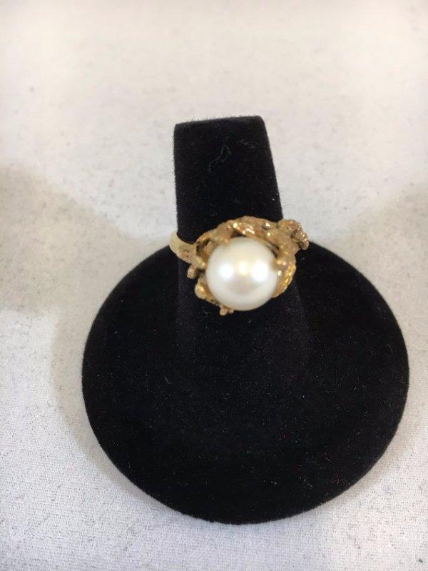 Glamorous Freshwater Pearl Ring set in 14K gold - 5