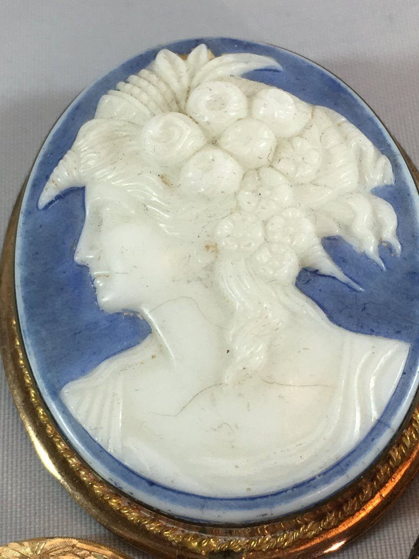 Lovely lot of 4 Cameo Brooches set in Sterling and Gold - 4