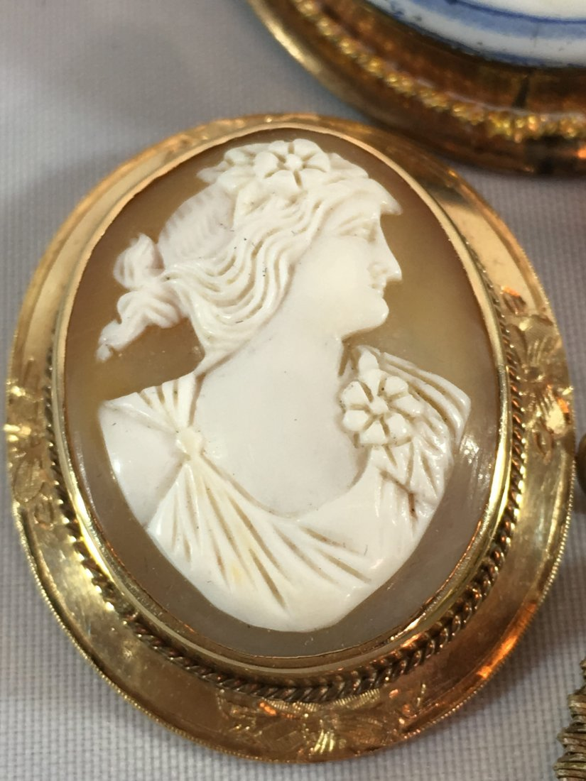 Lovely lot of 4 Cameo Brooches set in Sterling and Gold - 5