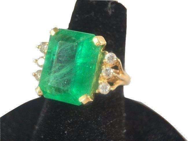 5.5 carat Colombian Emerald & Diamond Ring 18K gold