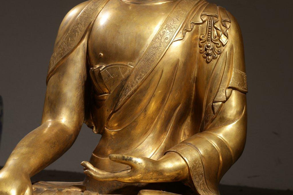 Large Chinese Qing Dynasty Gilt Bronze Seated Buddha - 3