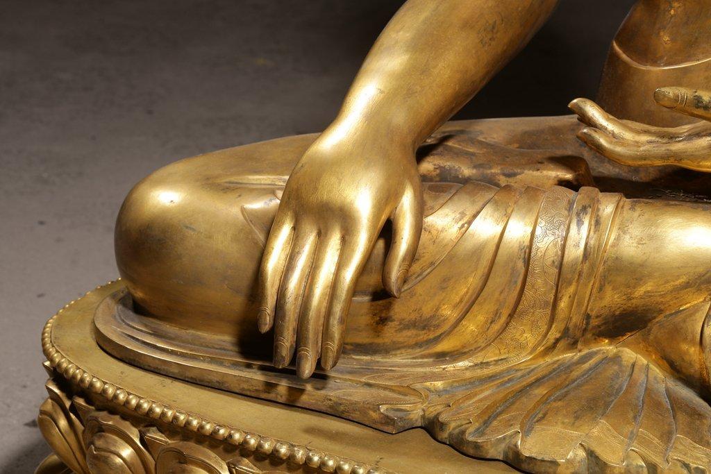 Large Chinese Qing Dynasty Gilt Bronze Seated Buddha - 4