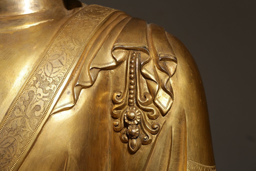 Large Chinese Qing Dynasty Gilt Bronze Seated Buddha - 6