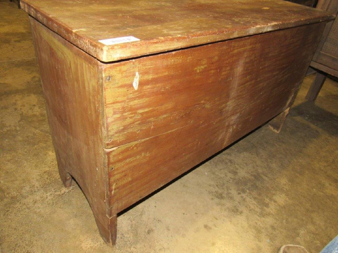Great early pine blanket chest - 2