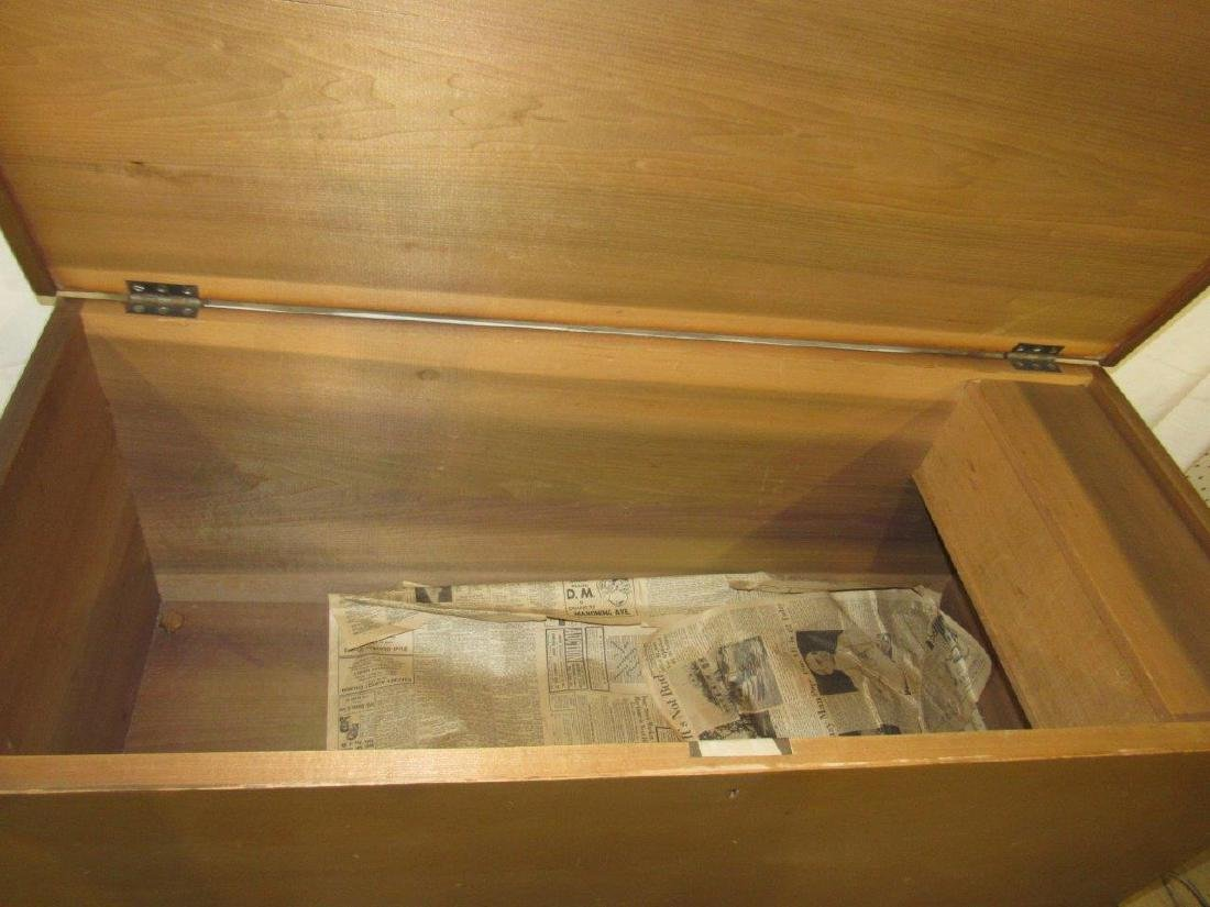 Painted dovetailed footed blanket chest - 4