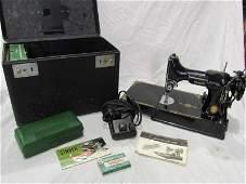Singer featherweight sewing machine in case