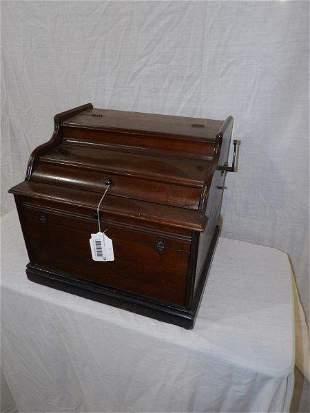 The Improved Mandolina wind up grinders Organ