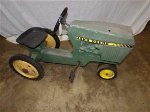 Ertl John Deere pedal tractor