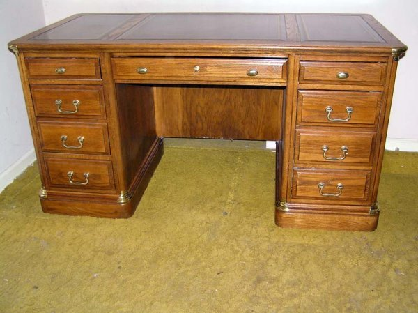 "6: Leather Top Executives Desk (H31""- W60""-D30"")"