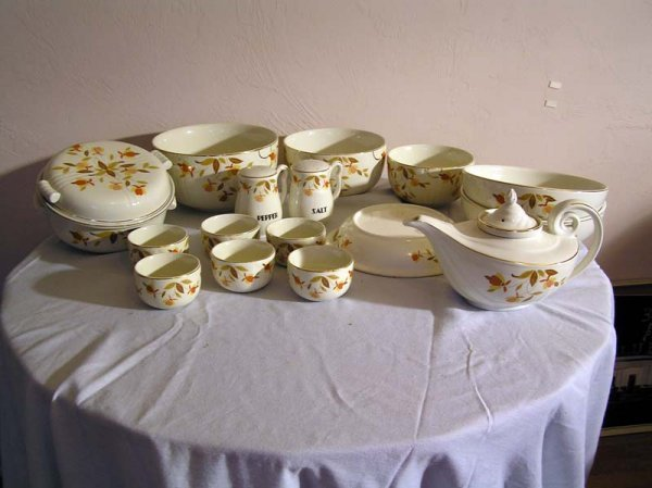 63: Hall's Superior Jewel Dish Set (3 Nesting Bowls, 2