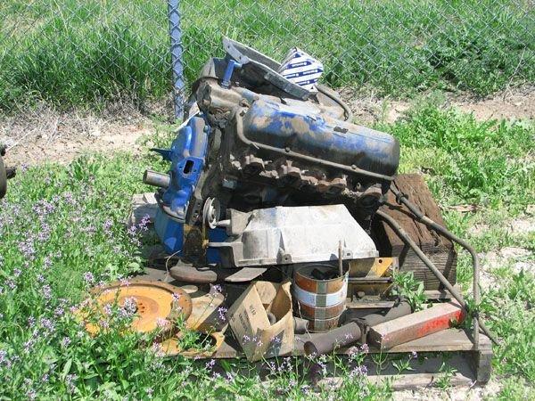 1722: Ford 330 V-8 Engine