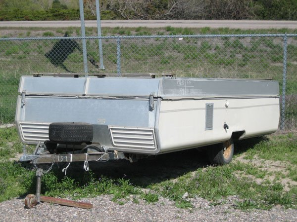 1752: 1968 Vesely 12' Tent Trailer, Furnace, White