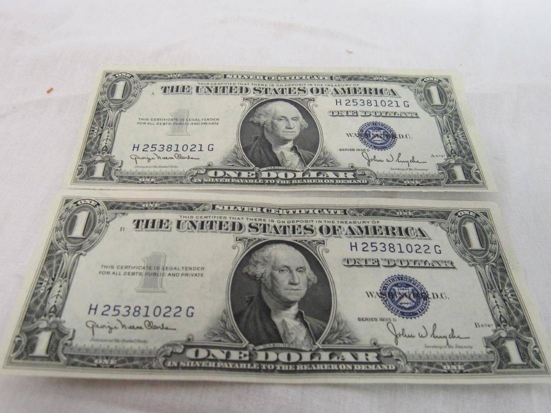"""Lot of 2 1935 """"D"""" Consecutive $1 Silver Certificates"""