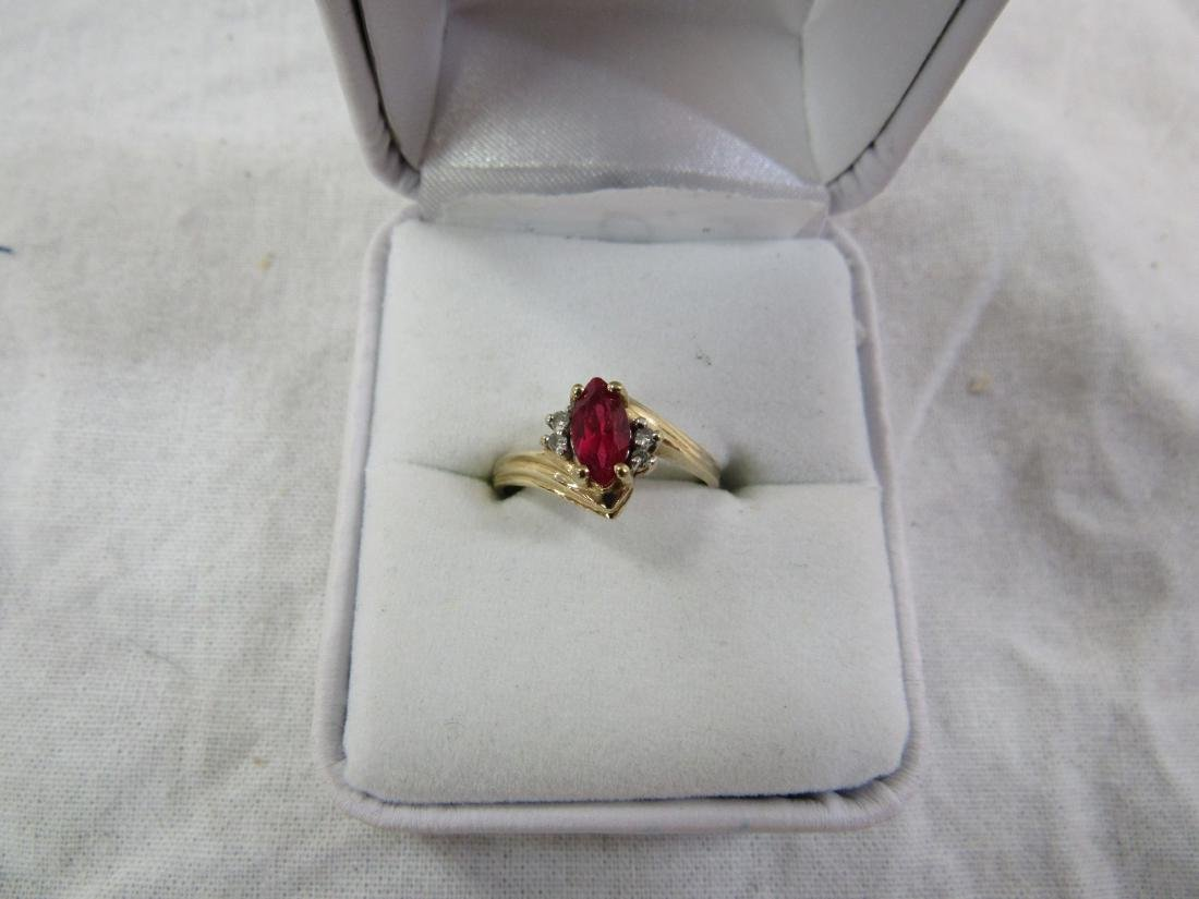 Vintage Womans 10kYellow Gold Garnet and Diamond Ring - 2