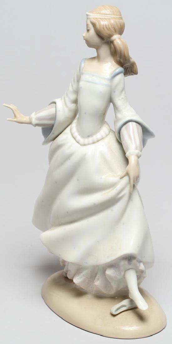 "Lladro ""Cinderella Lost Slipper"" Figurine - 2"